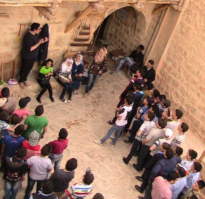 la jeunesse syrienne se presse à Mar Moussa